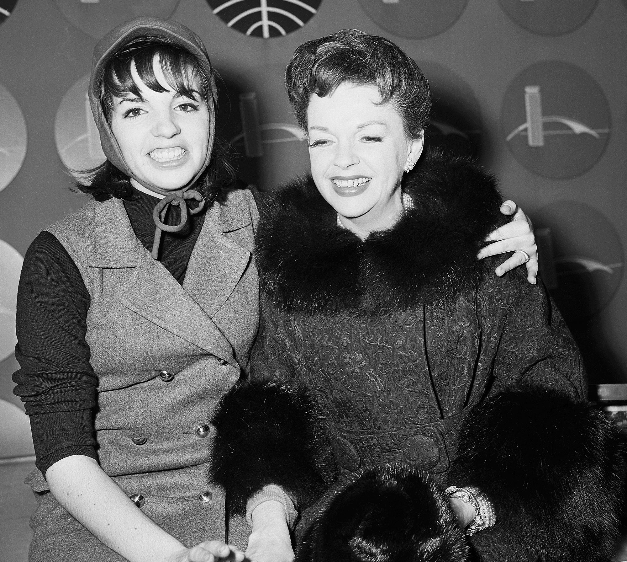 Black and White Photo of Liza Minnelli and Judy Garland at Kennedy Airport in 1967