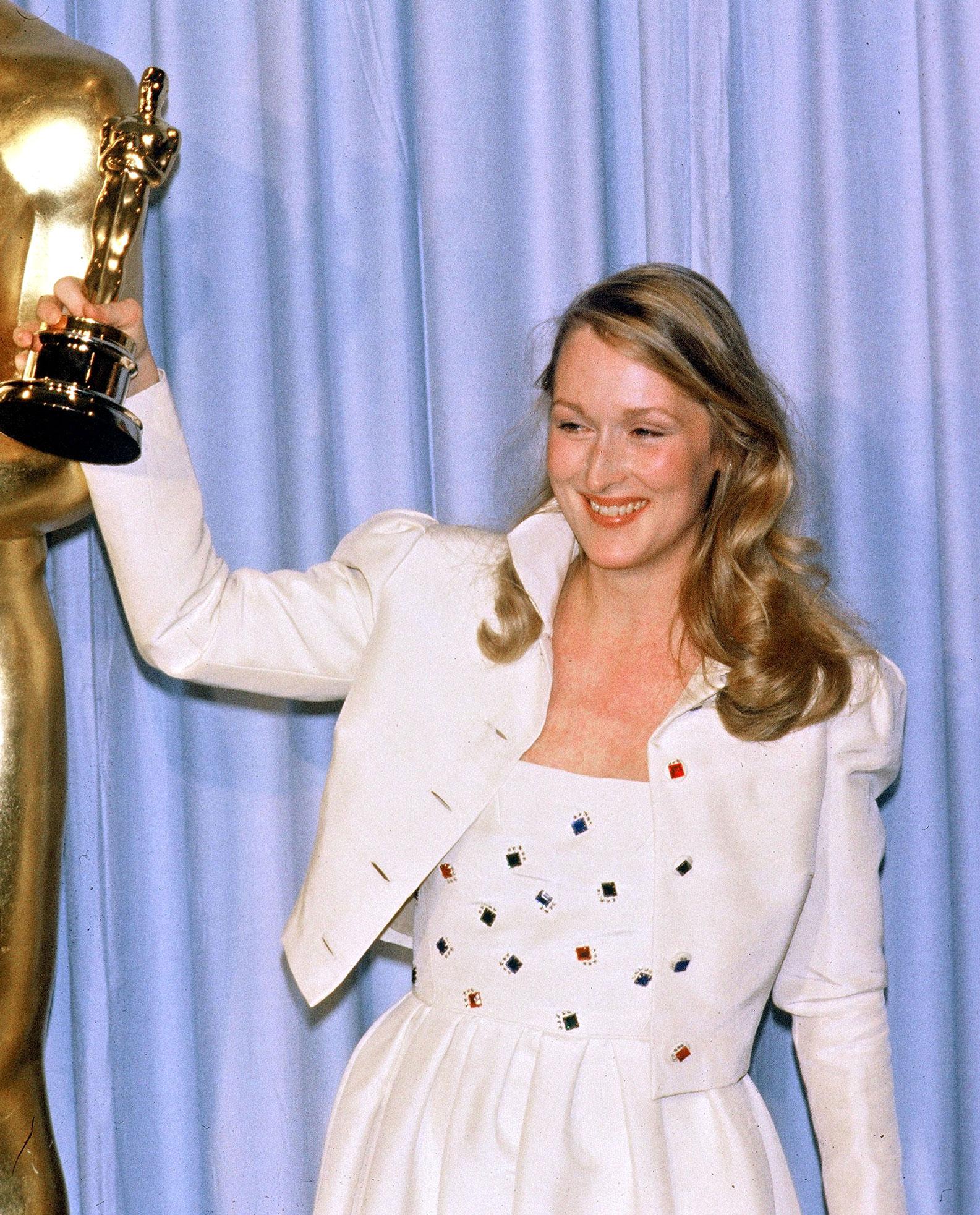 Meryl Streep 1980 Academy Awards Kramer vs Kramer - Golden Girl! Streep was honored at the 52nd Academy Awards, taking home the statue for Best Supporting Actress for her role opposite Dustin Hoffman in 1979's Kramer vs. Kramer .