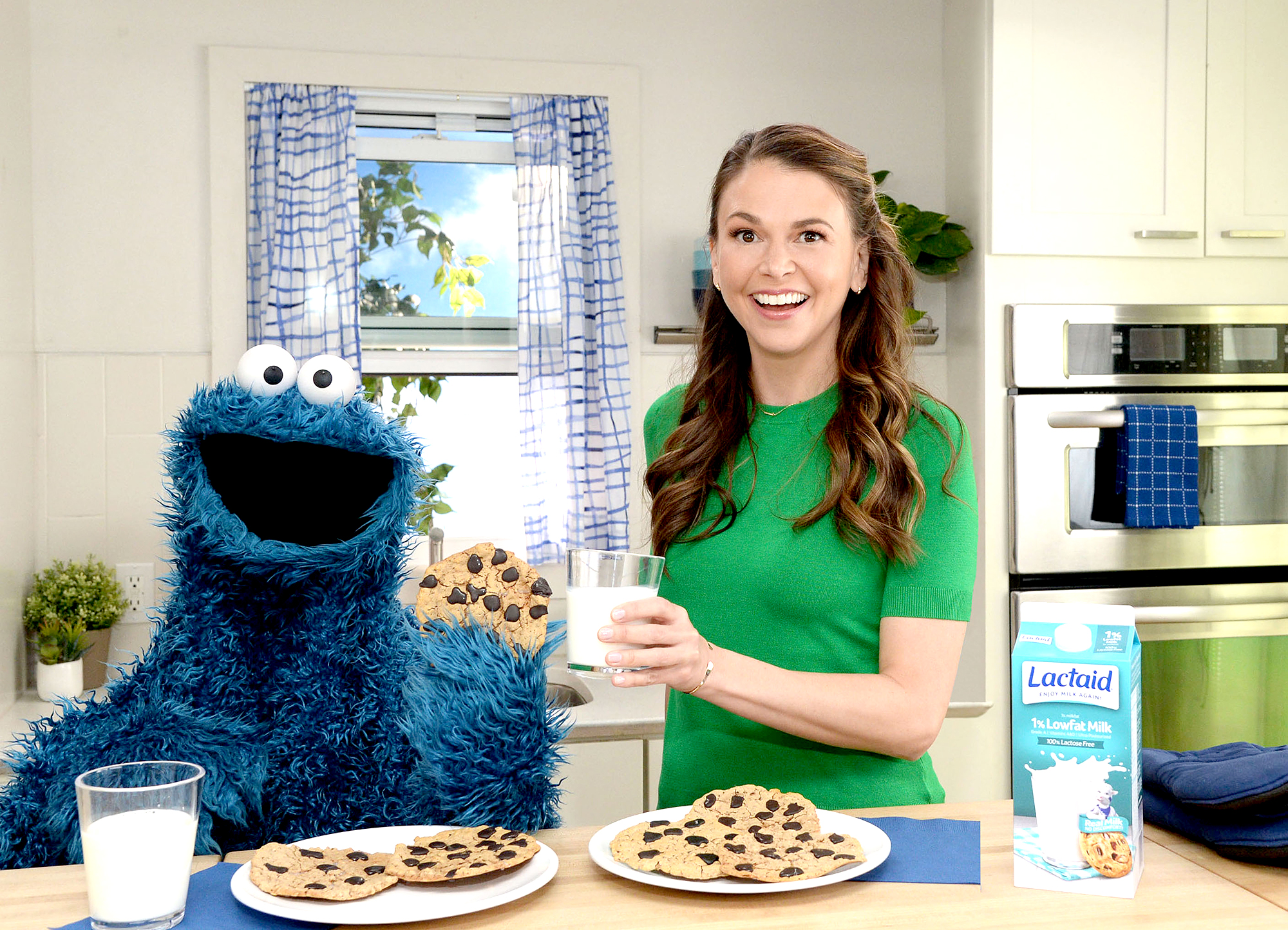 Sutton-Foster-cookie-monster-lactaid