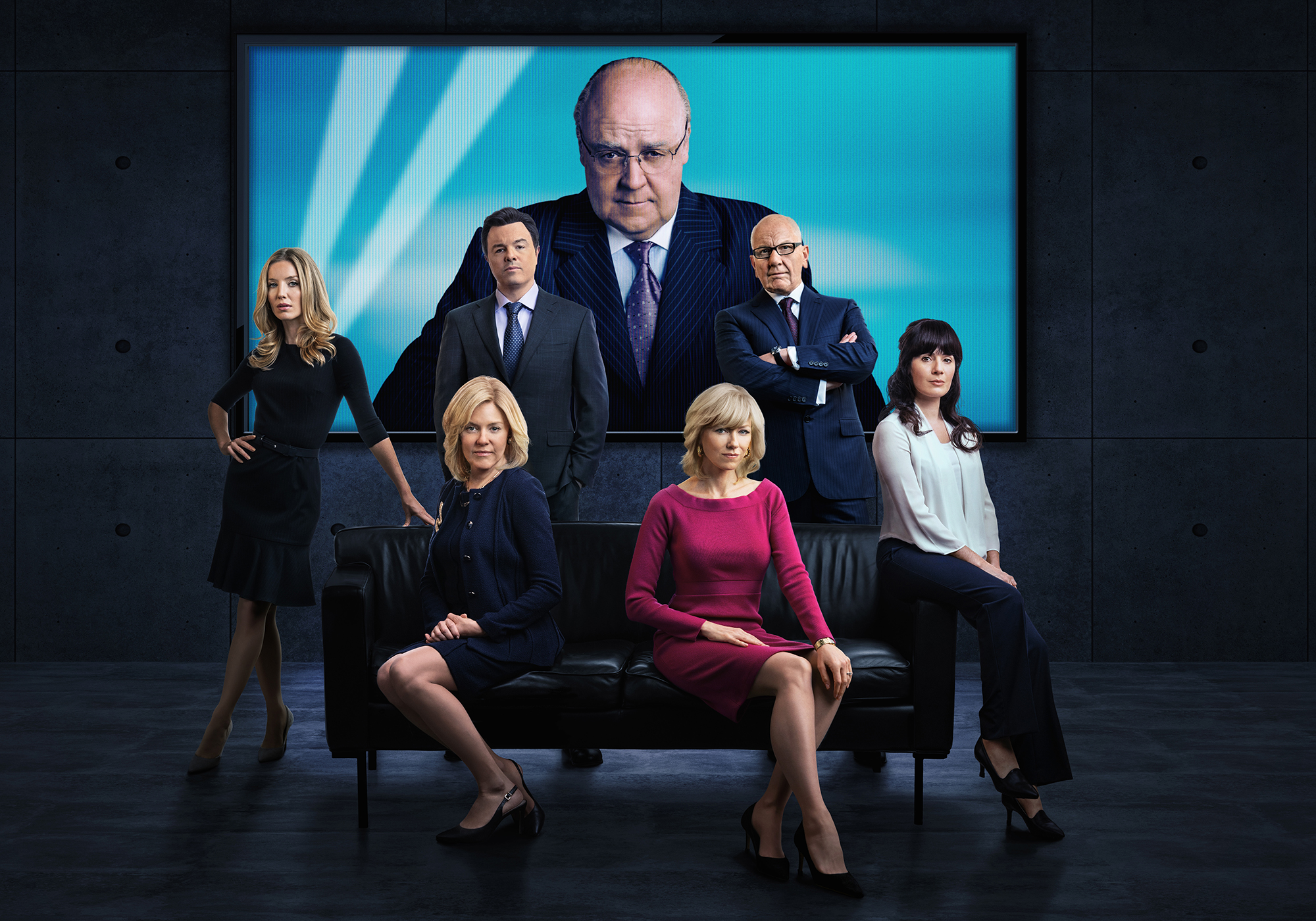 Who-Plays-Who-on-The-Loudest-Voice - (L-R): Annabelle Wallis as Laurie Luhn, Seth MacFarlane as Brian Lewis, Sienna Miller as Elizabeth Ailes, Russell Crowe as Roger Ailes, Naomi Watts as Gretchen Carlson, Simon McBurney as Rupert Murdoch and Aleksa Palladino as Judy Laterza in THE LOUDEST VOICE.