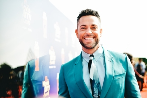 Everything to Know MTV Movie & TV Awards 2019 Zachary Levi