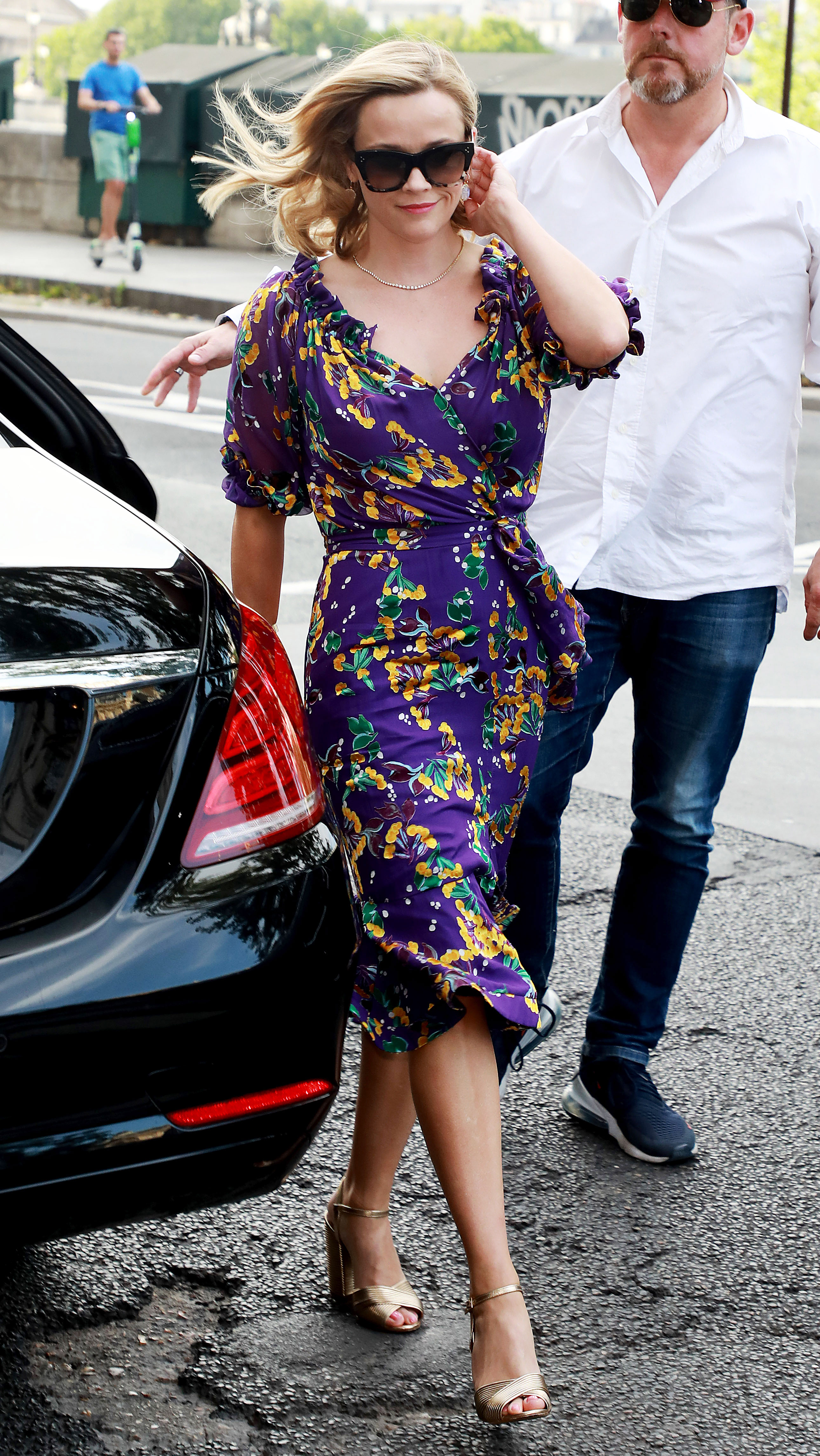 Zoe Kravitz Karl Glusman attend pre-wedding party French restaurant Lapérous Paris - The BLL lead was all dolled up for the occasion in a fitted floral purple wrap dress.