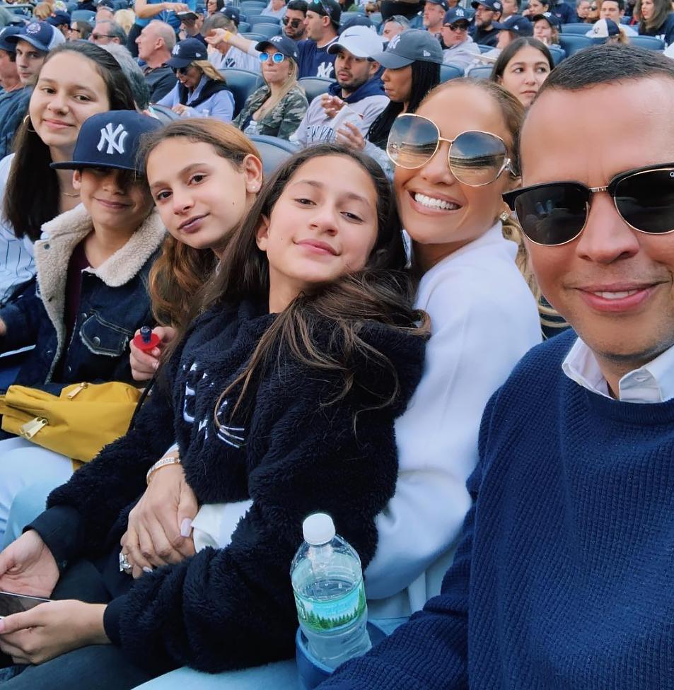 Alex-Rodriguez-Dances-With-Daughters-At-Jennifer-Lopez-Concert