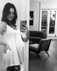 Anne Hathaway Selfie with Baby Bump Baby Bump Hall of Fame