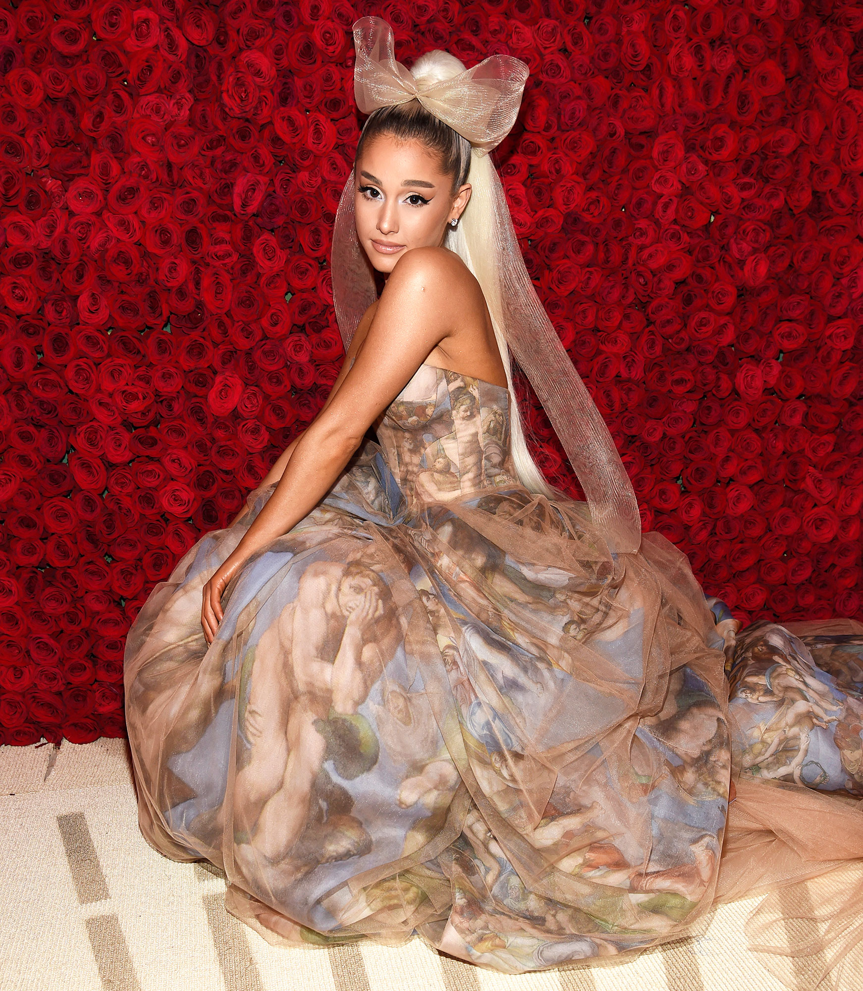 Ariana Grande Halloween Costume 2019.Ariana Grande Apologizes For Jonbenet Ramsey Halloween Joke