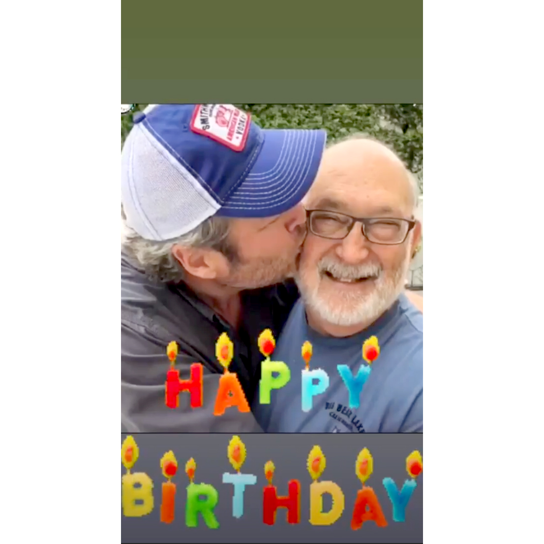 Blake-Shelton-Kisses-Gwen-Stefani's-dad-for-Birthday