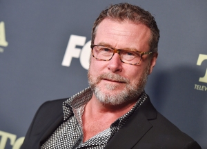 Dean McDermott Shares Selfie From Hospital After Being Admitted