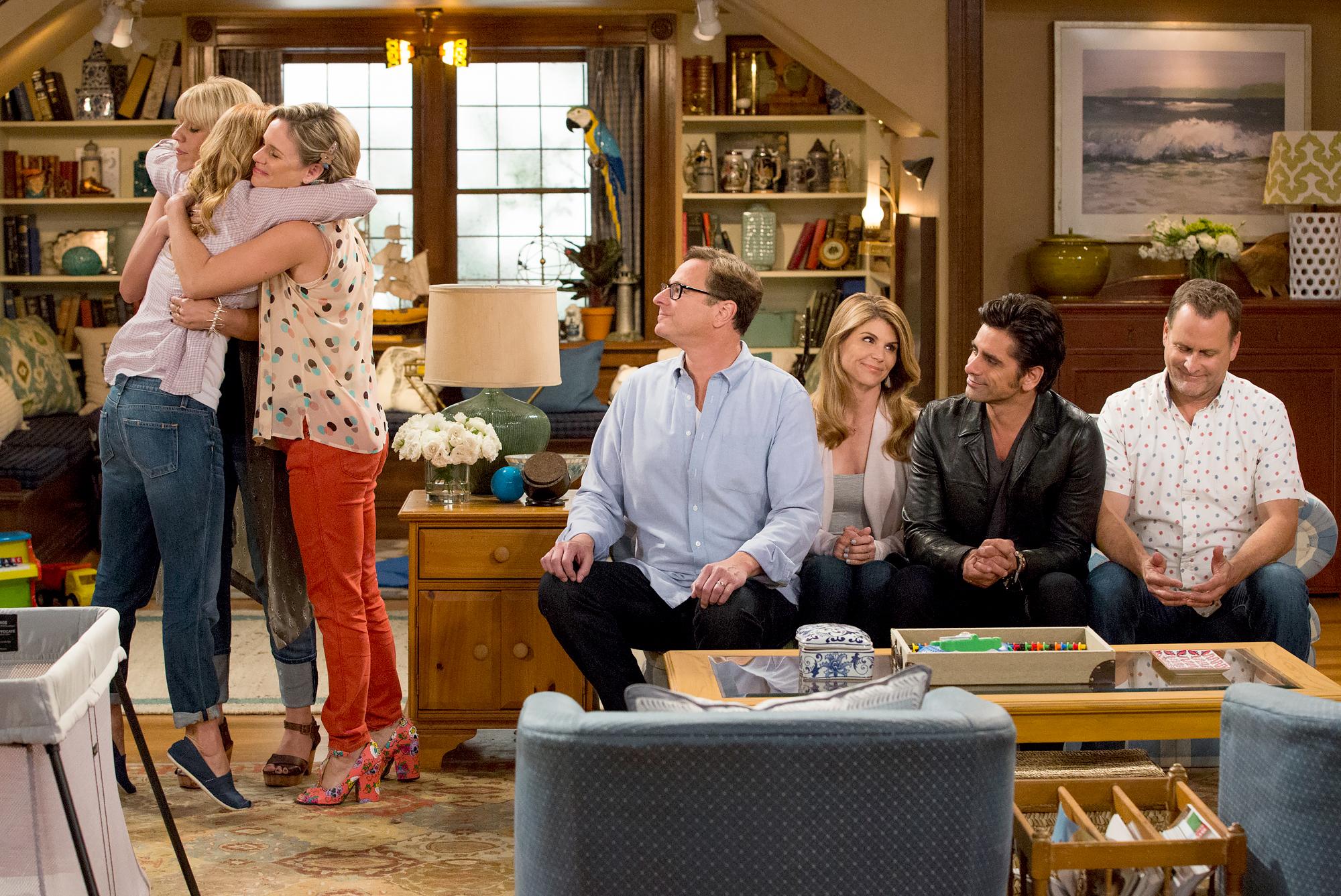 Fuller-House-cast-sticking-together