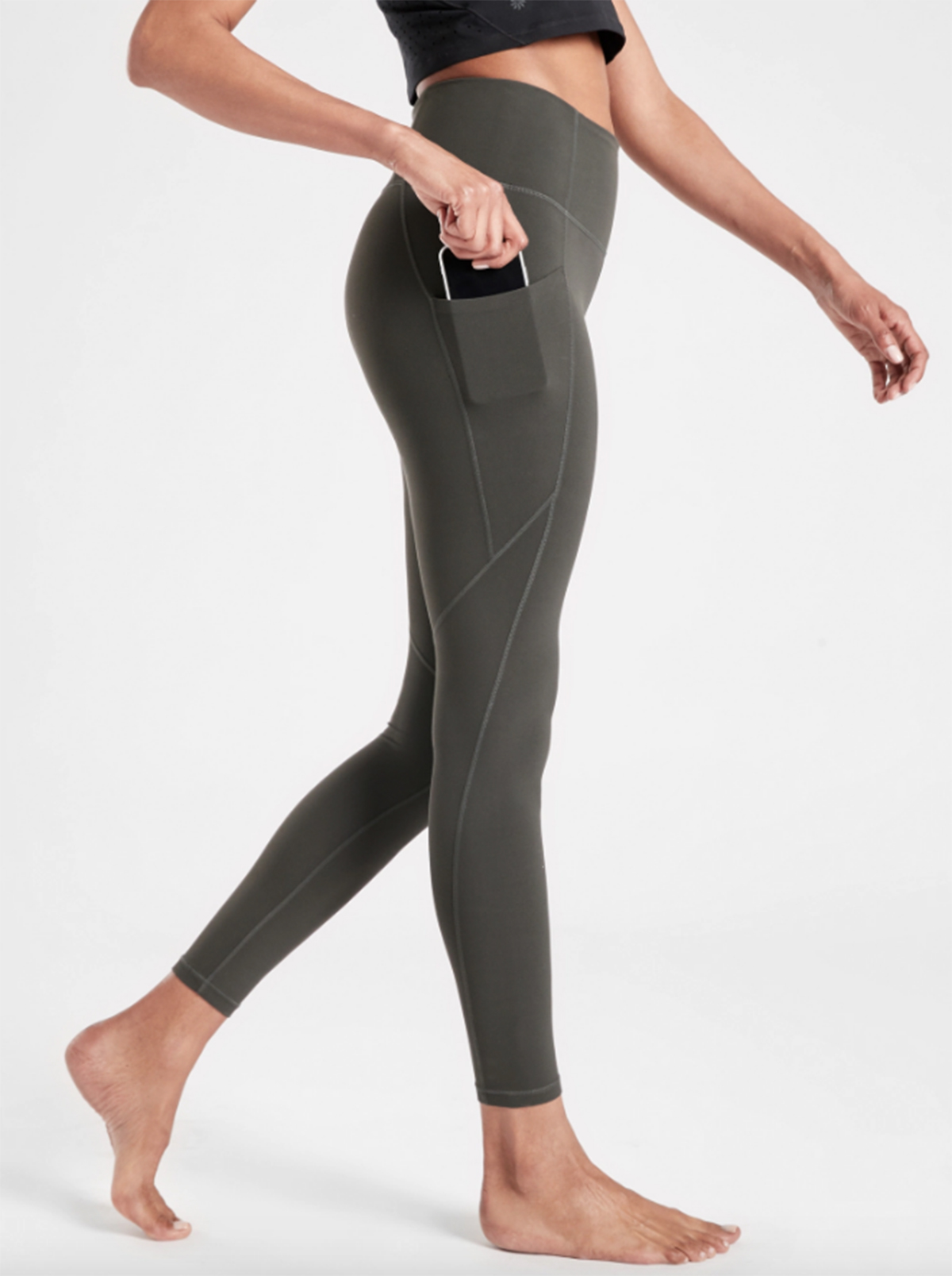 These Yoga Pants Have 3 000 Reviews And Pockets