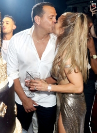Jennifer-Lopez-and-Alex-Rodriguez-50th-birthday-kiss-celebration