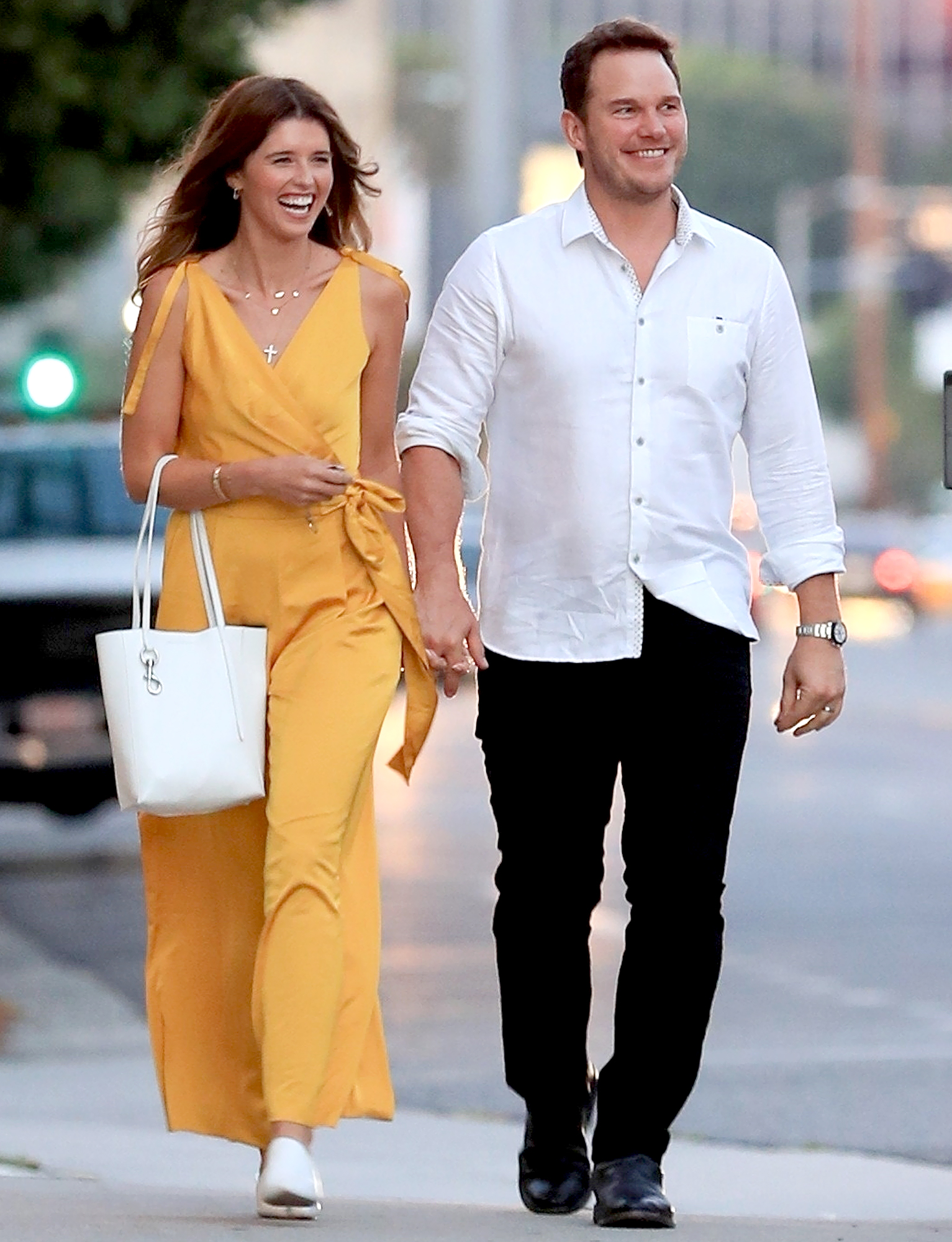 Newlyweds Chris Pratt and Katherine Schwarzenegger Hold Hands, Cozy Up Together at Dinner Date