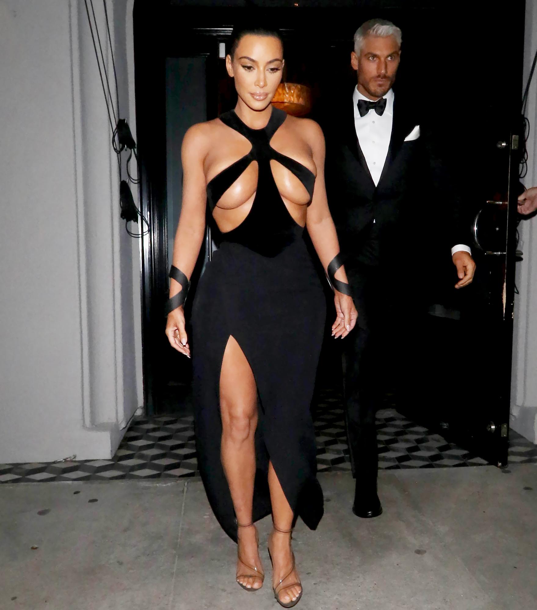 Kim-Kardashian-black-mugler-dress