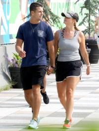 Miranda-Lambert-and-Brendan-McLoughlin-NYC-kiss