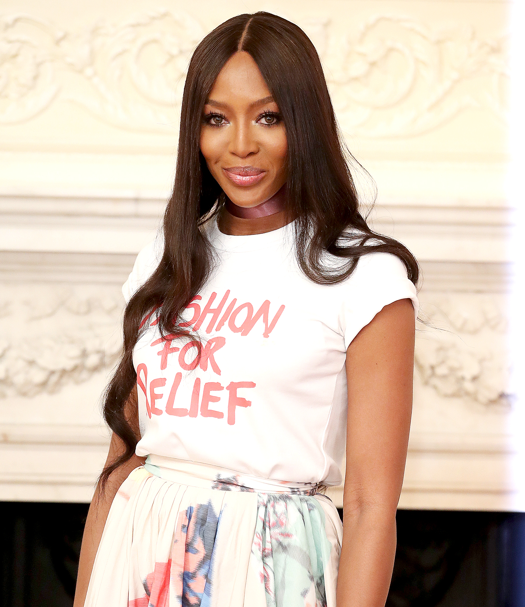 Naomi-Campbell-Wipes-Down-First-Class-Seat-on-Flight