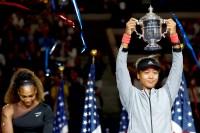 Naomi-Osaka-Serena-Williams-trophy-loss