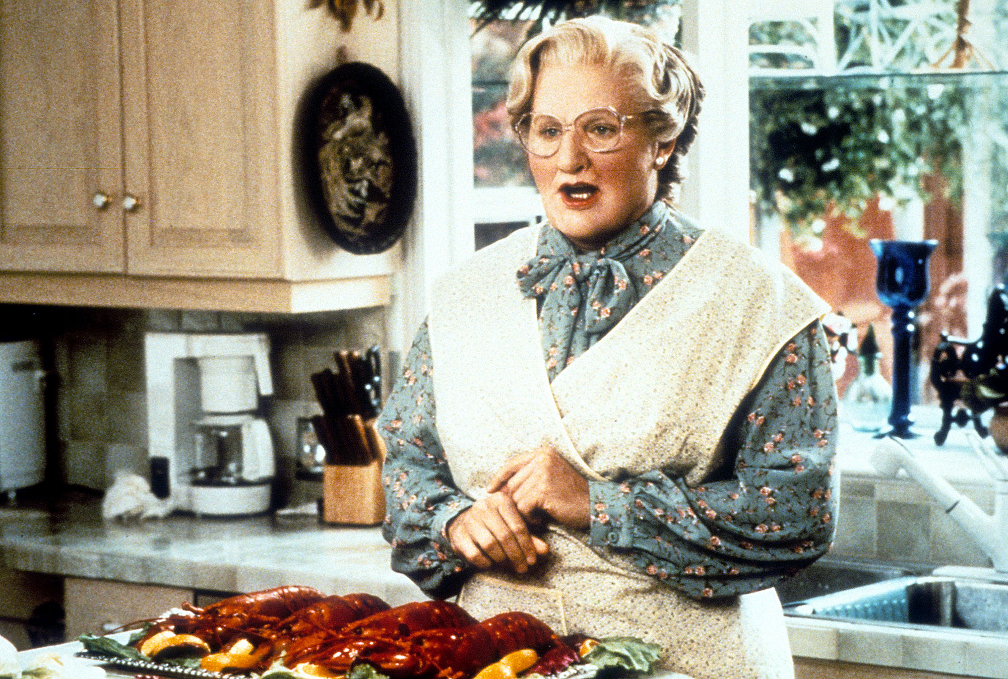 Robin Williams in Mrs Doubtfire Sarah Michelle Gellar Introduces Her Kids to Mrs Doubtfire on Robin Williams 68th Birthday