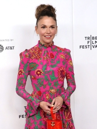 Stars Who Can Be Small Spenders Sutton Foster