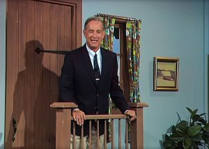 A Beautiful Day! Tom Hanks Makes Debut as Mister Rogers