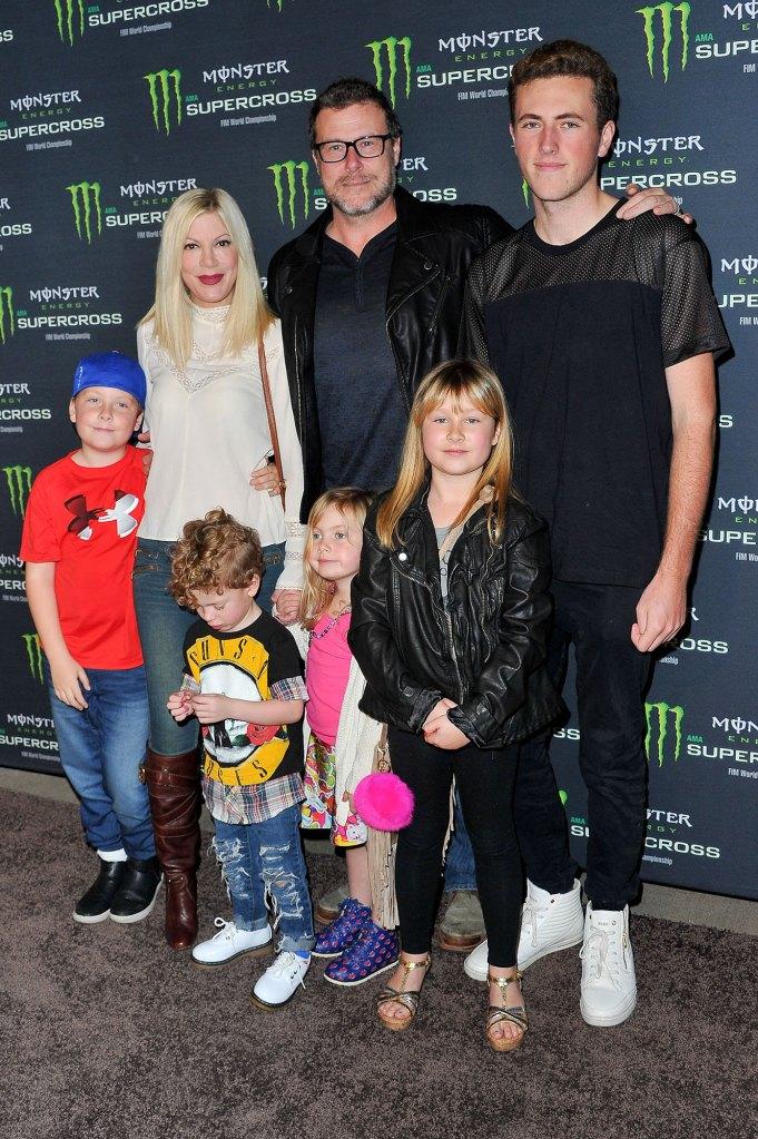 Tori Spelling, Dean McDermott and their kids
