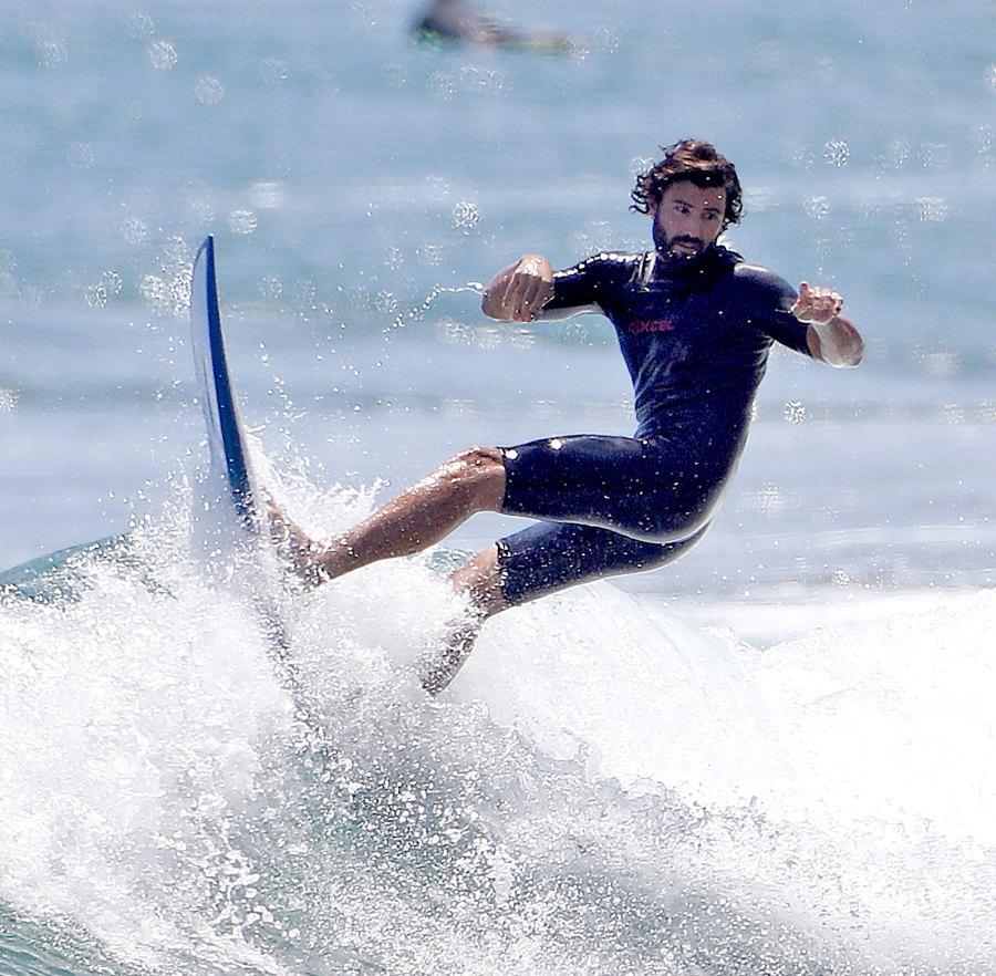 Brody-Jenner-surfing