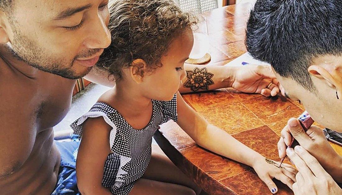 Chrissy Teigen, John Legend And Daughter Luna Get Henna