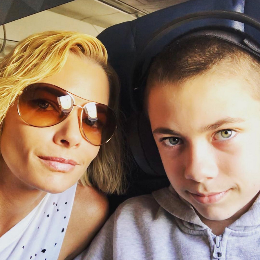 Jaime-Pressly-and-son