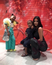 Kim-Kardashian-and-kids-summer-vacation
