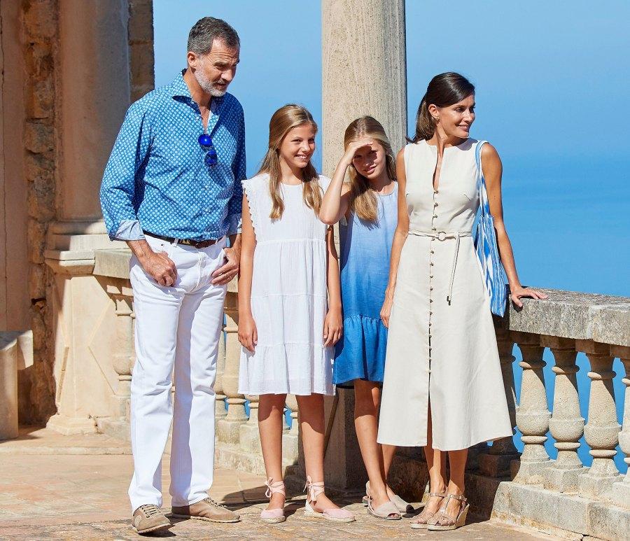 King-Felipe-VI,-Queen-Letizia,-Crown-Princess-Leonor,-Infanta-Sofia