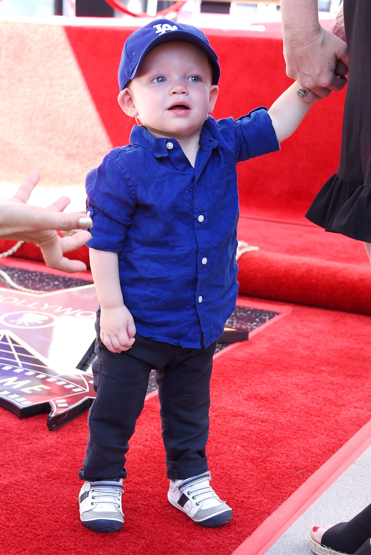 Kirsten Dunst Jesse Plemons Bring Son To Walk Of Fame Ceremony