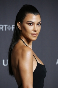 Kourtney Kardashian Praised for Not Editing Out Stretch Marks