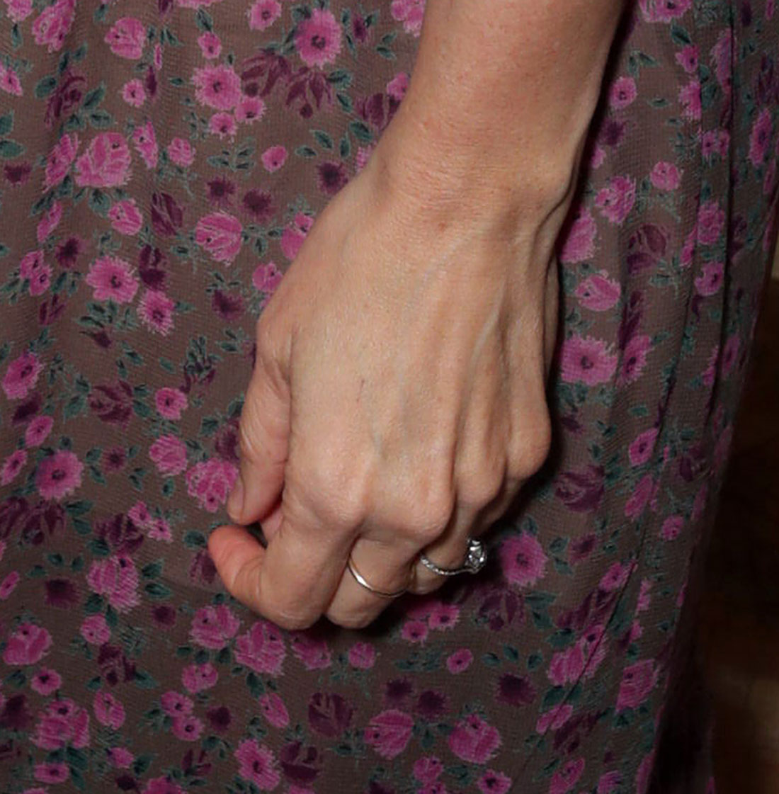 Kristen Wiig Engagement Ring May 13, 2019 - It was confirmed on August 16 that the former SNL cast member was, in fact, wearing a giant engagement ring from boyfriend Avi Rothman while attending the Booksmart screening on May 13. Although it's difficult to make out the shape of the center stone at this point, one thing that is visible is the lovely silver-hued band.