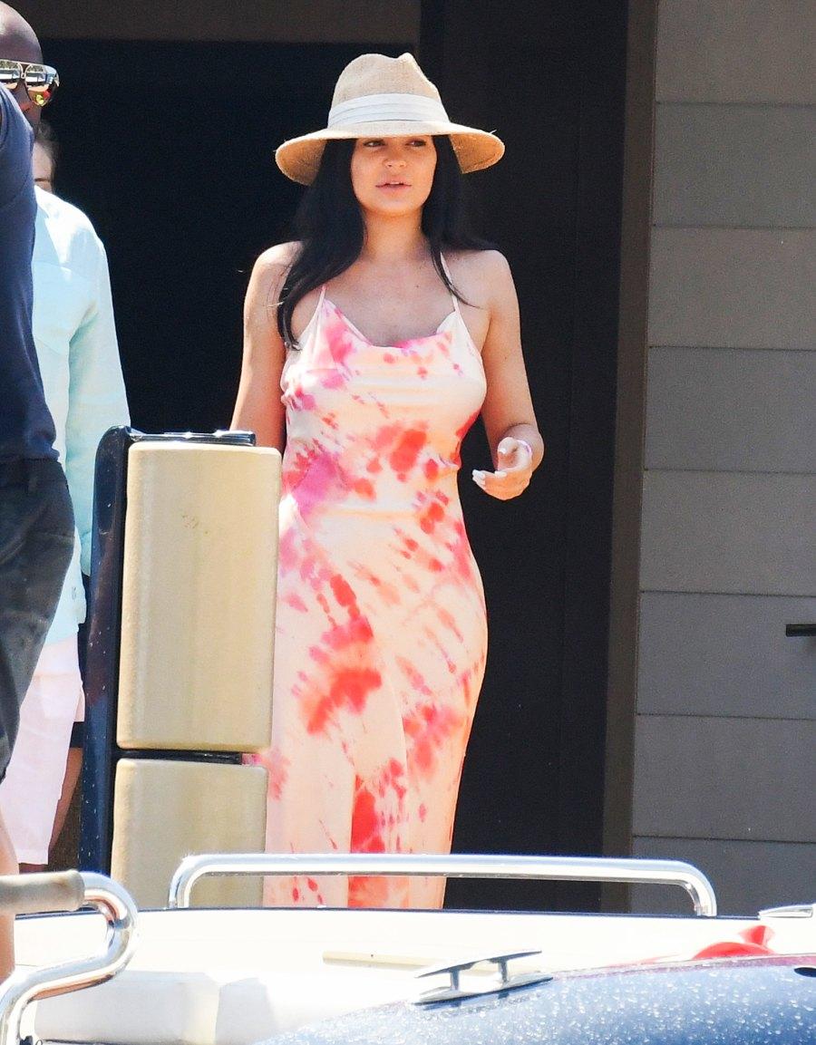 Kylie-Jenner-Vacations-Italy-Travis-Scott-and-Family-Birthday