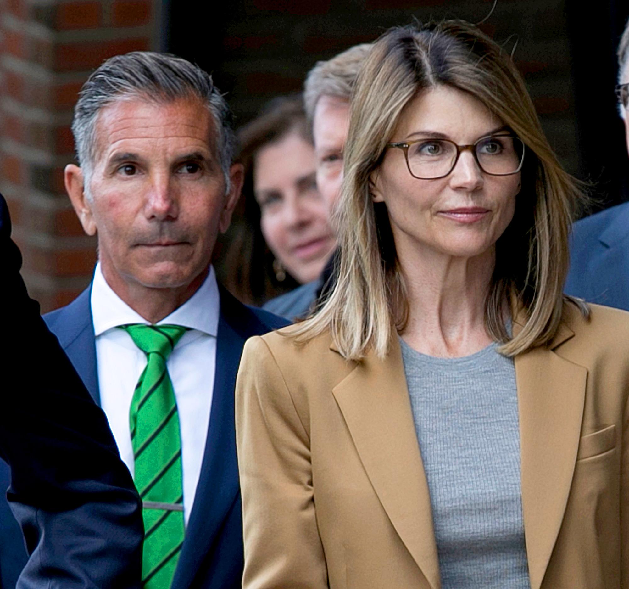 Lori-Loughlin-Mossimo-Giannulli-leave-court