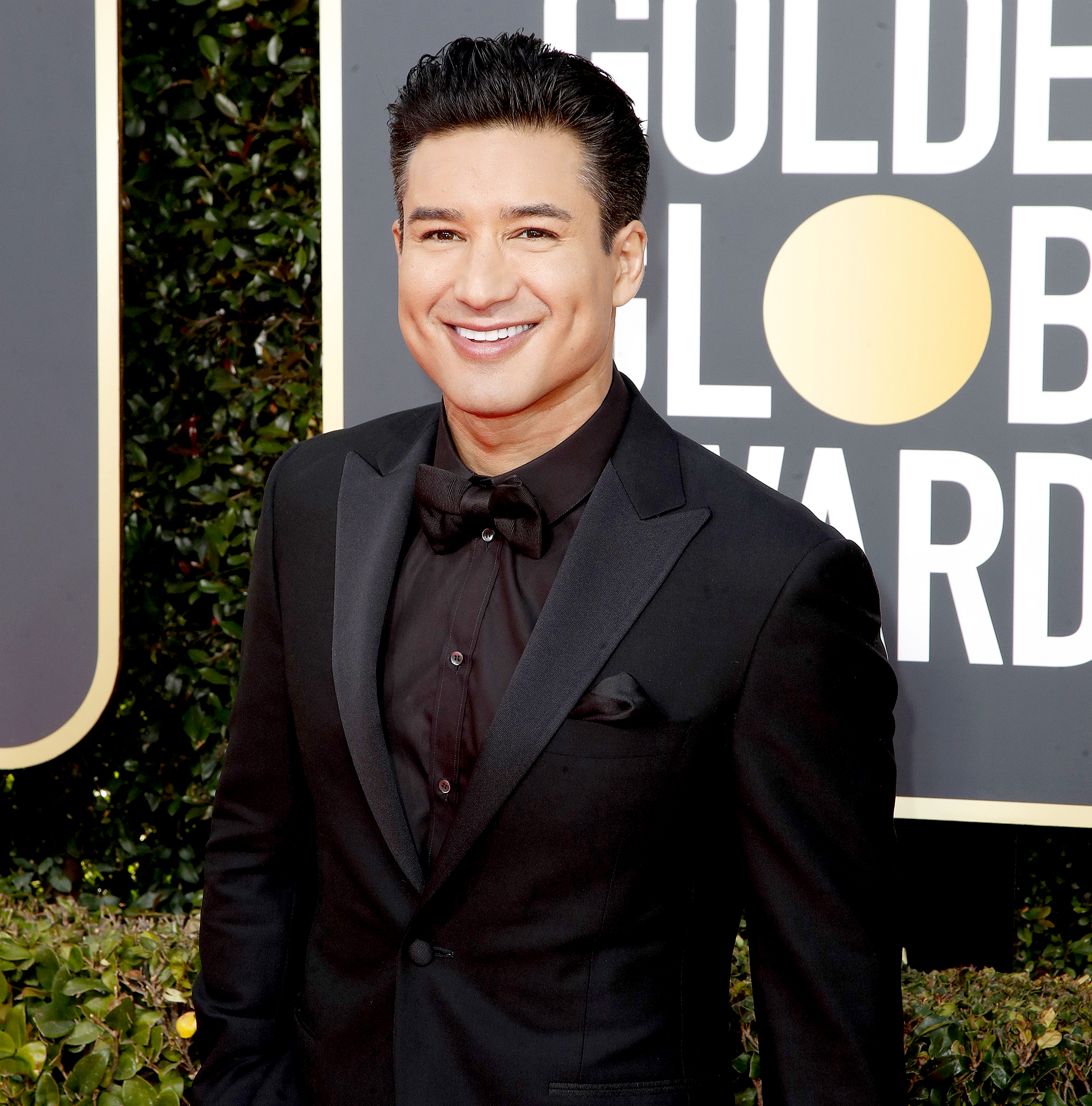 Mario-Lopez-Saved-By-The-Bell-cast-still-close