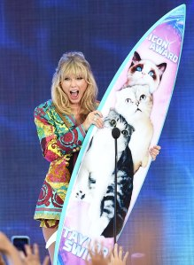 Taylor Swift Icon Award Teen Choice Awards 2019