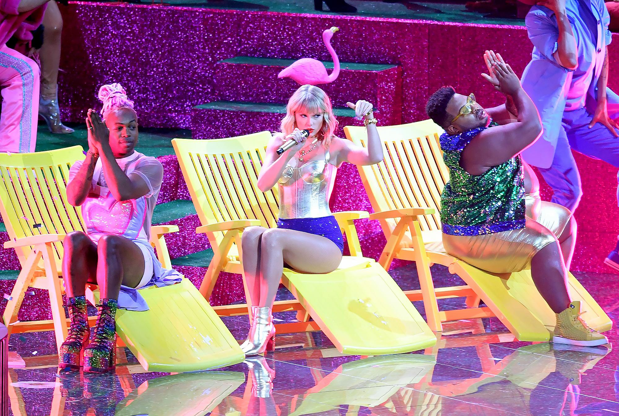 Taylor-Swift-MTV-VMAs-2019-performance