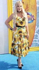 Tori Spelling Sunflowers Teen Choice Awards 2019