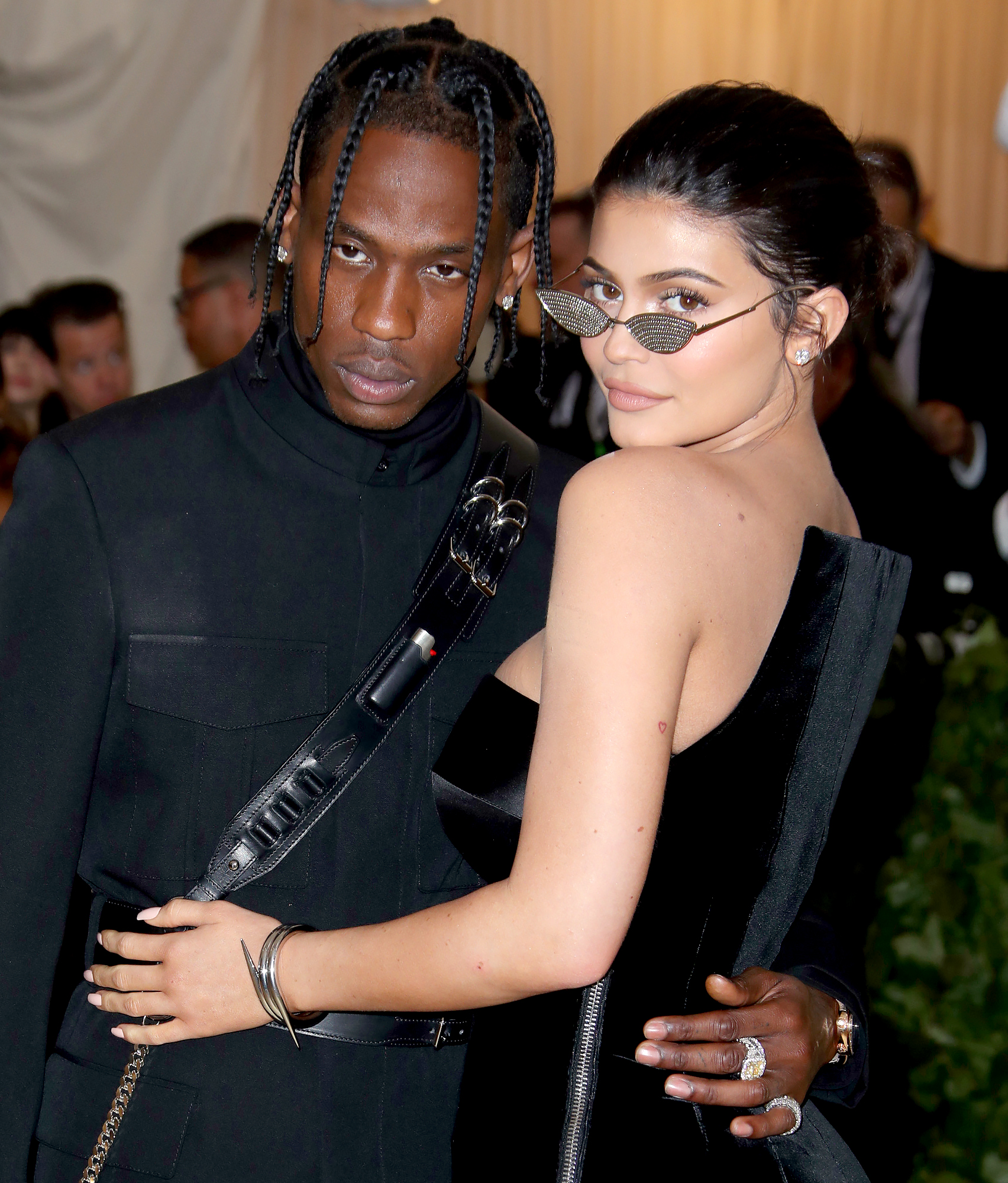 Travis-Scott-Covers-GF-Kylie-Jenner's-House-in-Rose-Petals-Ahead-of-Birthday-2