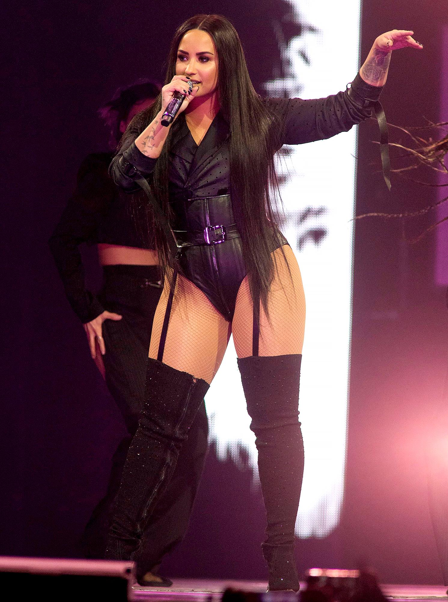 Demi-Lovato-body