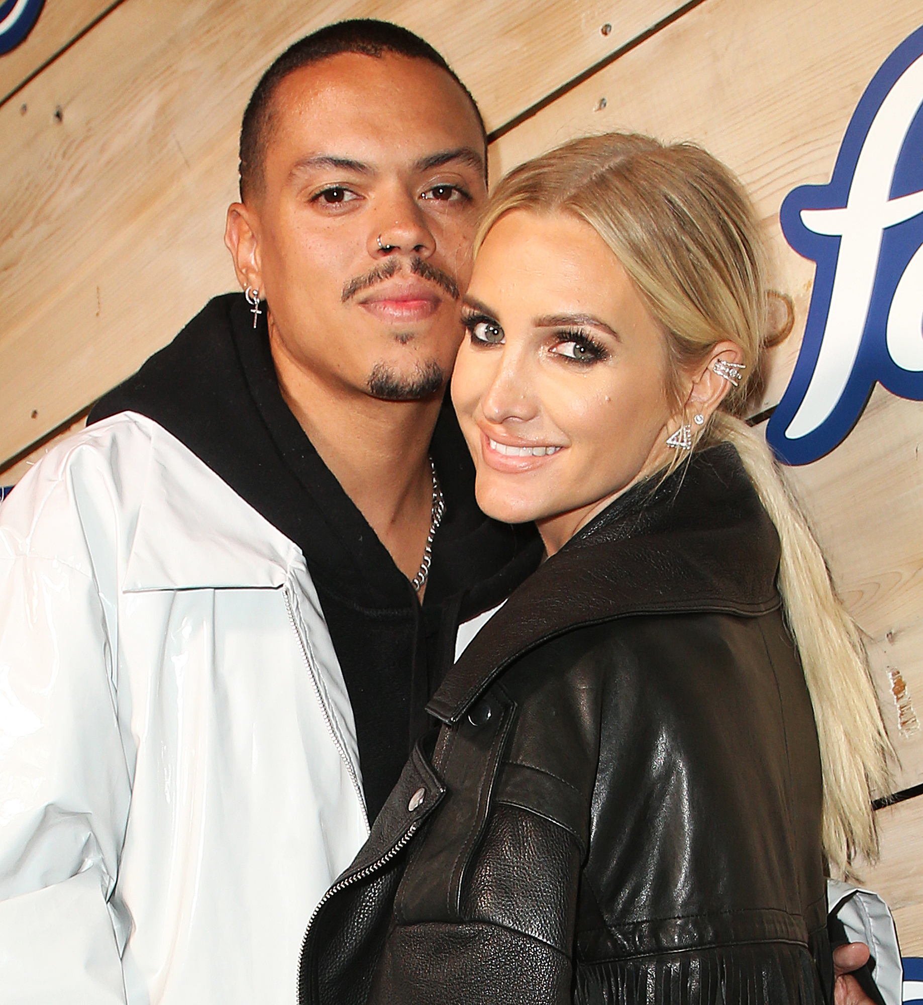 Evan-Ross-and-Ashlee-Simpson-expecting