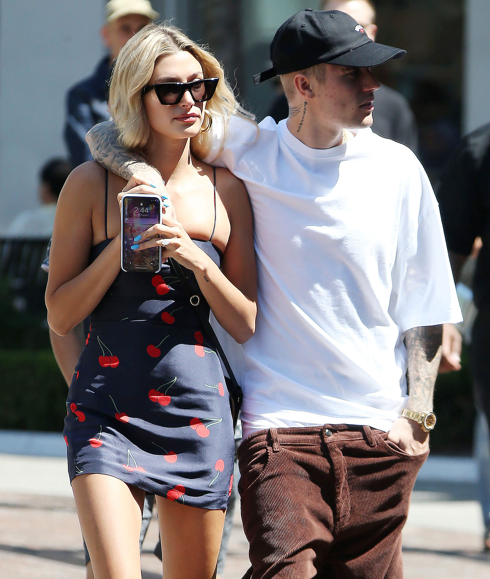 Who is justin bieber dating 2020 december