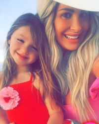 Kim-Zolciak-Defends-Letting-Daughter-Kaia-wear-makeup