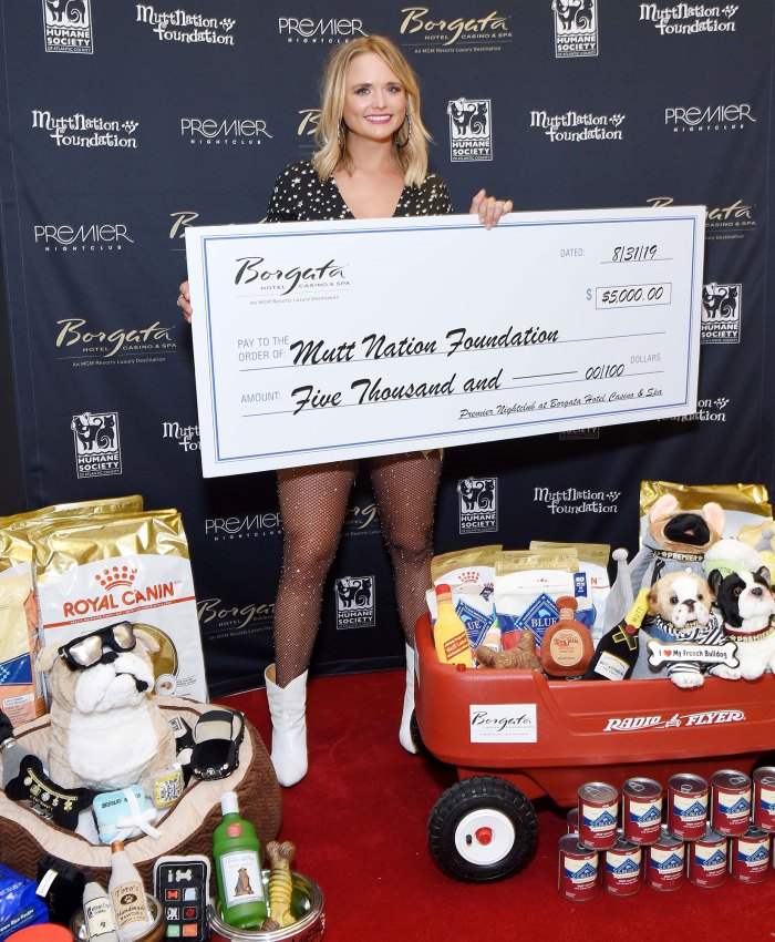 Miranda Lambert Holding Over Sized Check For Charity