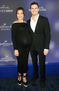 Robbie Amell Pregnant Wife Italia Ricci Says She Is Flirting With 200 Pounds