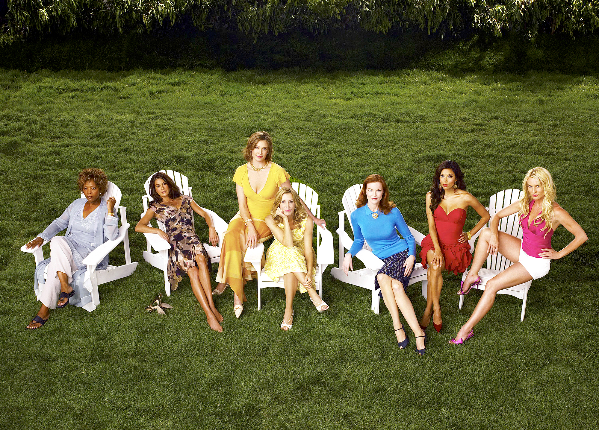 Alfre-Woodard-Felicity-Huffman-desperate-housewives