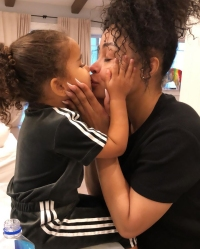 Blac Chyna and Daughter Dream Kiss