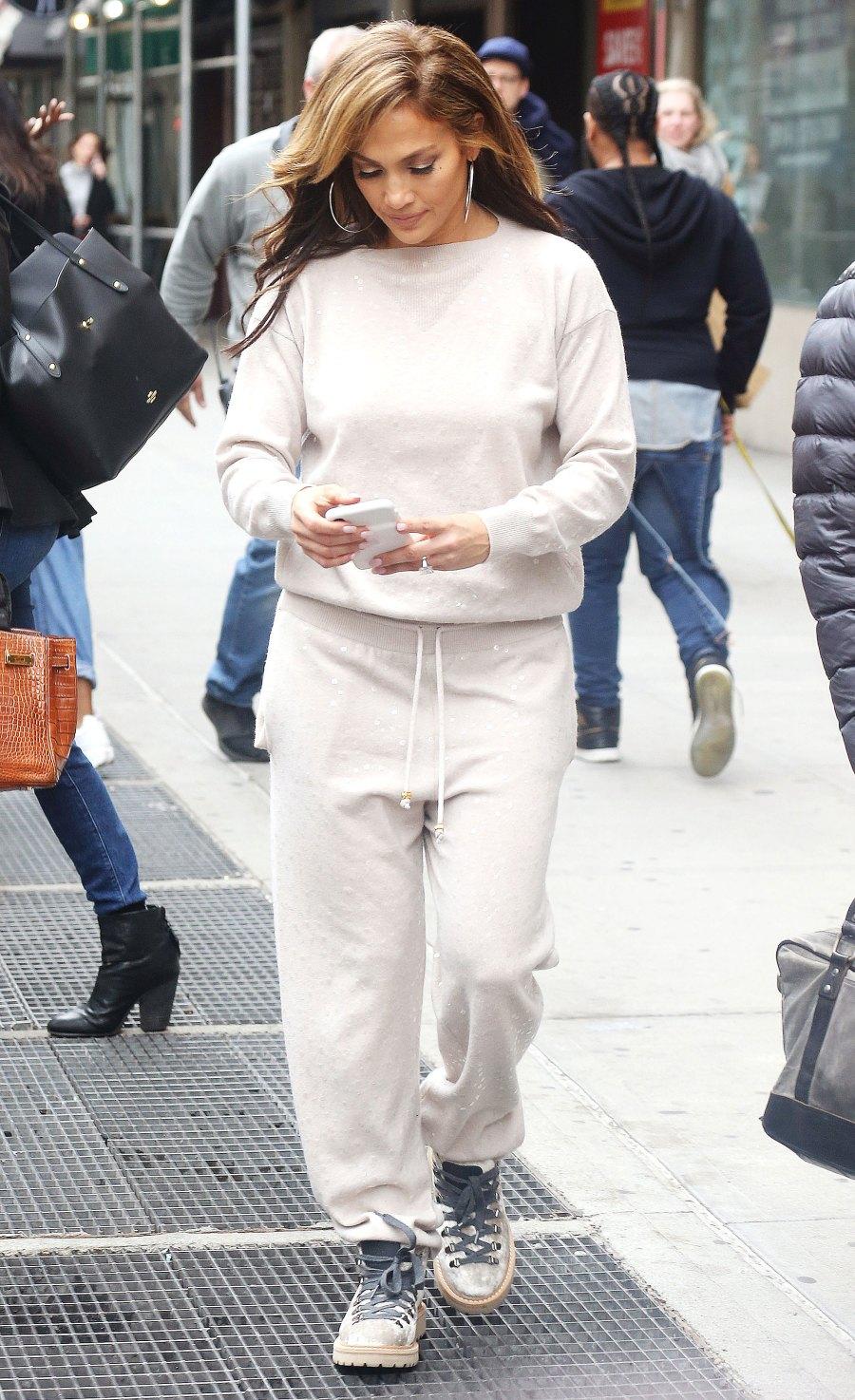 Celebs Wearing Sweats - Jennifer Lopez