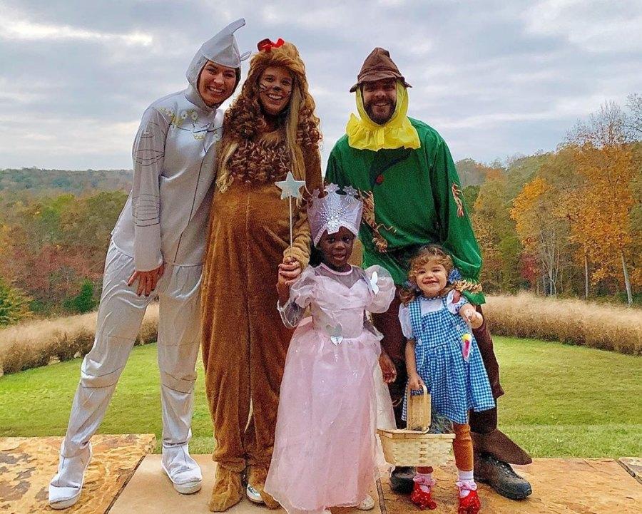 Halloween Costumes Thomas Rhett and Lauren Akin With Kids Willa and Ada