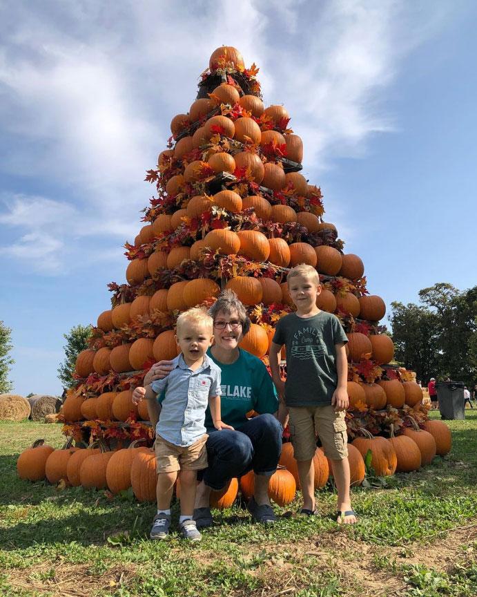 Jill Dillard Celebrity Families Visiting Pumpkin Patches