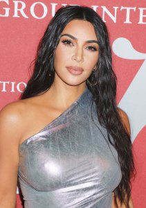 Kim Kardashian Gets An Emergency Haircut